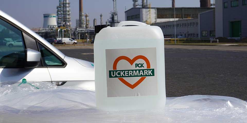 PCK Schwedt spendet Desinfektionsmittel an das Land Brandenburg